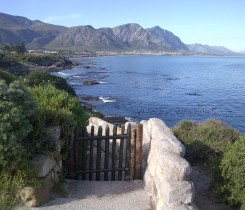 Hermanus Bientangs-Cave-entrance