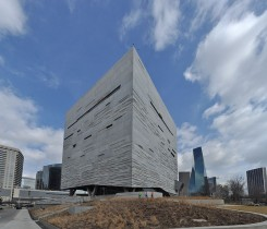 Perot_Museum_of_Nature_and_Science_Courtesy of Joe Mabel