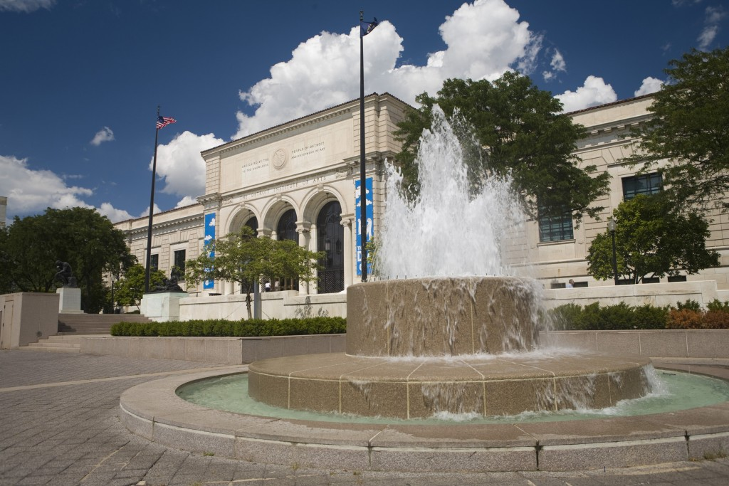 Detroit Institude of Art Exterior with fountain