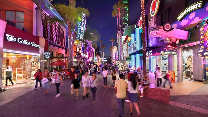 Universal City Walk Hometown Tourist